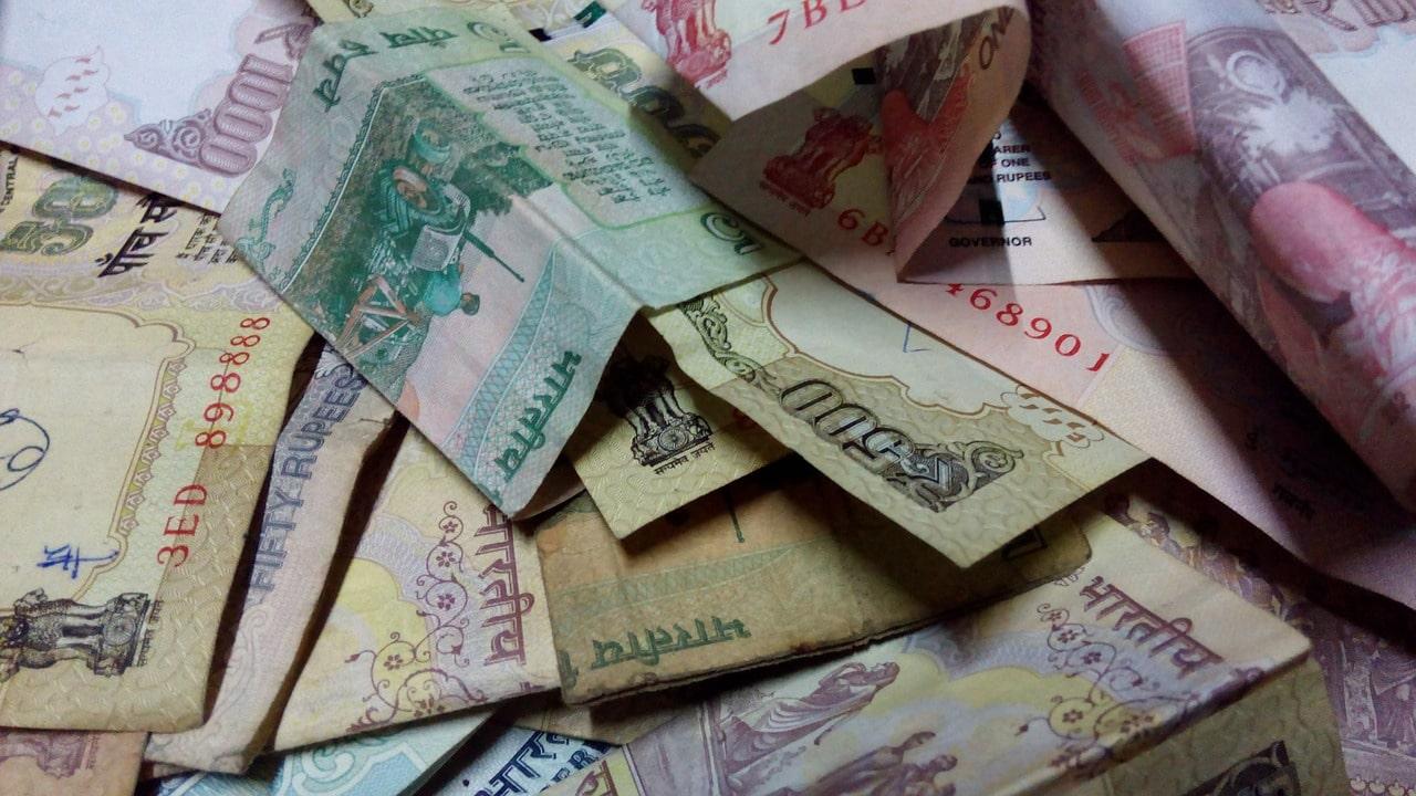 Banknoten / Scheine gibt es als 5, 10, 20, 50, 100, 200, 500, 1.000 und 2000-er Rupien.