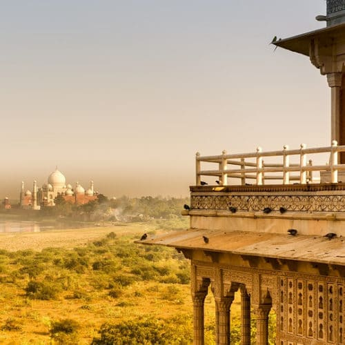 """Foto: Von der Parkanlage """"Mahtab Bagh"""" auf der gegenüberliegenden Seite des Flusses Yamuna ist der Blick besonders schön."""